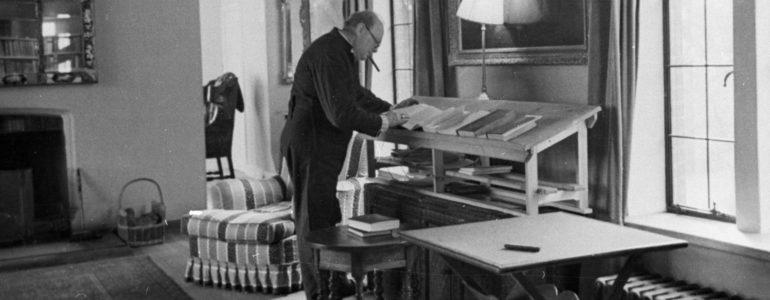 Churchill's bedroom, desk